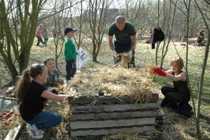 TS.WS.Children constructing a habitat hotel